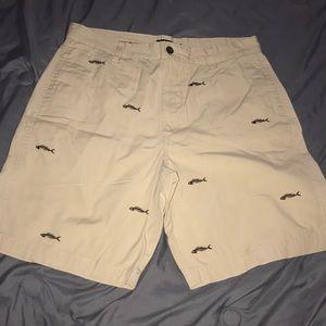 chaps size 34 men's khaki colored shorts w/ design